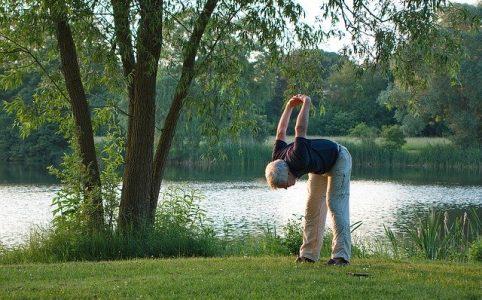 Senior podczas ćwiczeń